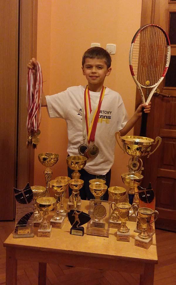 Damian Lewandowski z trofeami